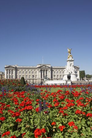 buckingham: Buckingham Palace With Flowers Blooming In The Queens Garden, London, England