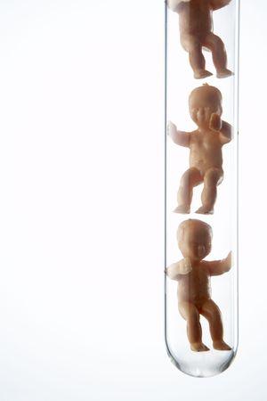 clonacion: Figuritas para bebés en tubos de ensayo Foto de archivo