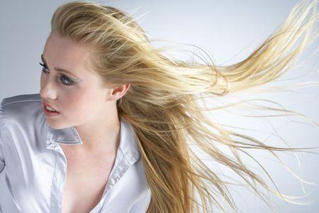 Młoda kobieta z włosów Blowing Behind Zdjęcie Seryjne
