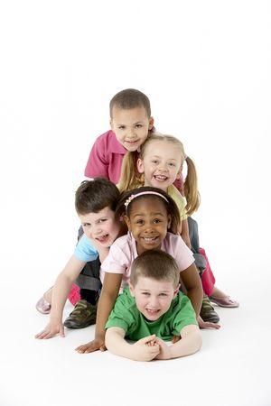 스튜디오에서 어린 아이들의 그룹 스톡 콘텐츠