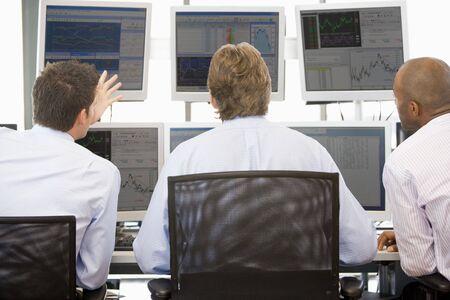 handel: Stock Traders Monitore anzeigen