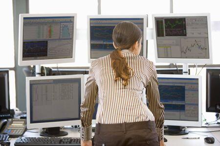 Monitory sprawdzono Computer Trader zapasów