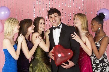 chicas adolescentes: Mirando a las adolescentes atractivas Boy