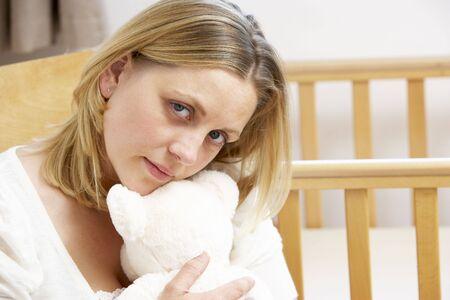 poronienie: Sad Matki Siedząc w pustym Przedszkola