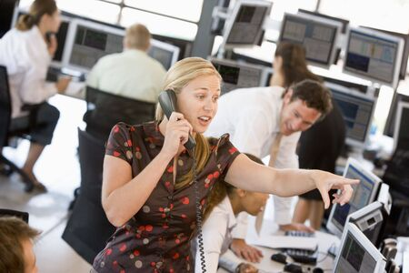 agente comercial: Stock Trader en el tel�fono  Foto de archivo