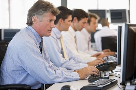 makler: Stock Traders am Arbeitsplatz