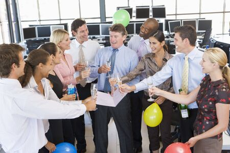 stock traders: Commercianti Stock Celebrating In The Office
