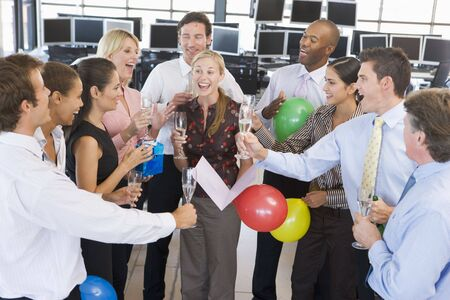 Stock Traders Celebrating In The Office Banque d'images