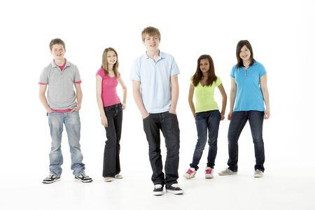 adolescentes chicas: Grupo de amigos adolescentes en Studio  Foto de archivo