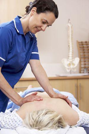 Skutek klienta płci żeńskiej osteopath Zdjęcie Seryjne