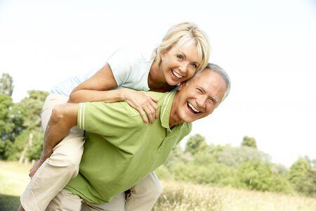 Mature Couple having Fun in Landschaft