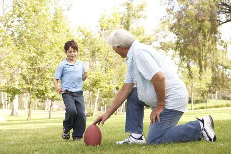 Dziadek i wnuk Together odtwarzane Futbol amerykański