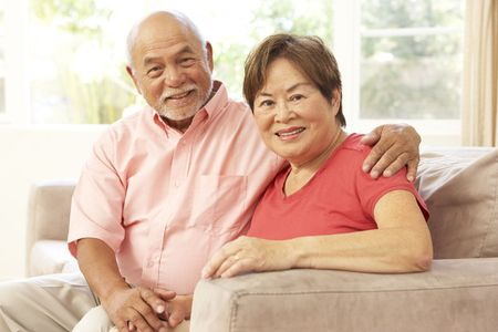 happy elderly: Senior pareja relajante At Home Together