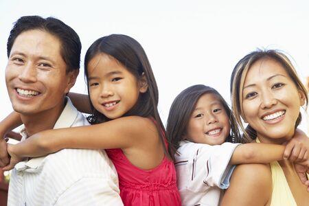 asia family: Familia joven jugando en el jard�n Together