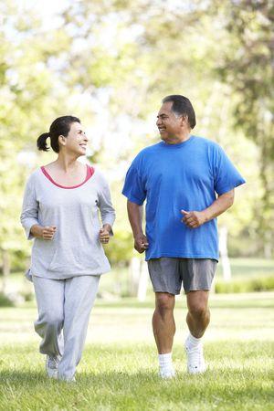 Para wyższych bieganie W Park