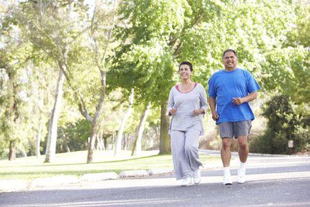 jog: Senior pareja jogging en el Parque Foto de archivo