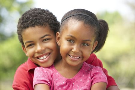 brat: Portrait Of Brother And Sister W Park Zdjęcie Seryjne