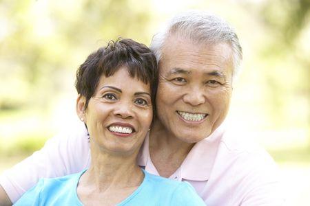 Portrait Of wyżsi para W Park  Zdjęcie Seryjne