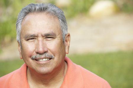 1 senior: Retrato de Smiling Man Senior