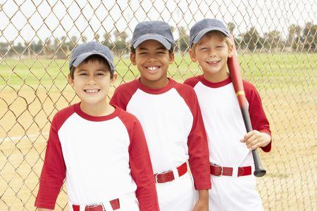 pelotas de baseball: Joven Boys en el equipo de b�isbol  Foto de archivo