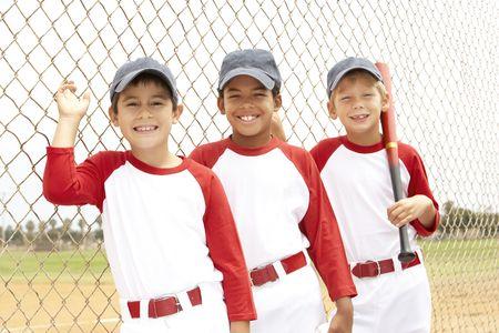 pelota de beisbol: Joven Boys en el equipo de b�isbol  Foto de archivo