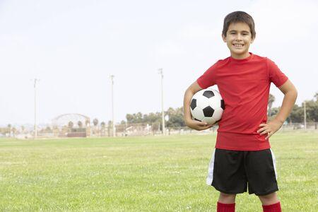 futbol infantil: Niña en el equipo de fútbol Foto de archivo