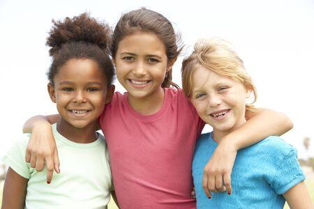 ni�as jugando: Chicas j�venes en jugar en el Parque