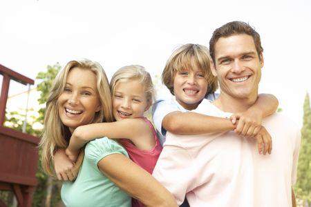 happy families: Retrato de familia feliz en el jard�n  Foto de archivo