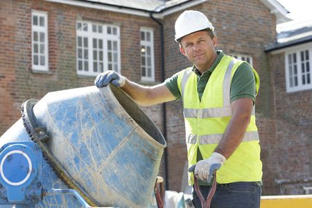 empleadas domesticas: Cemento de mezcla de trabajadores de construcción
