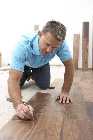 empleadas domesticas: Generador de puesta de madera Enlosando Foto de archivo