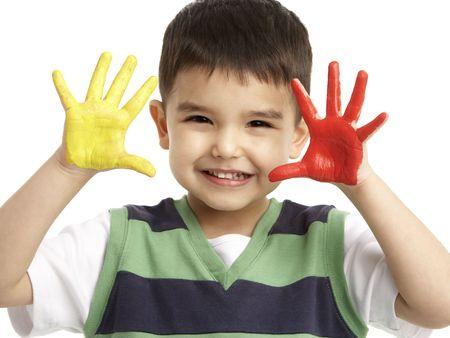infante: Retrato de estudio de Young Boy con manos pintadas
