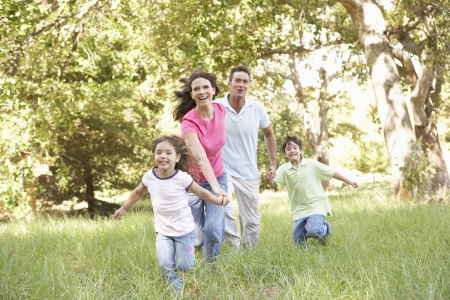 Familia disfrutando de paseo en el Parque