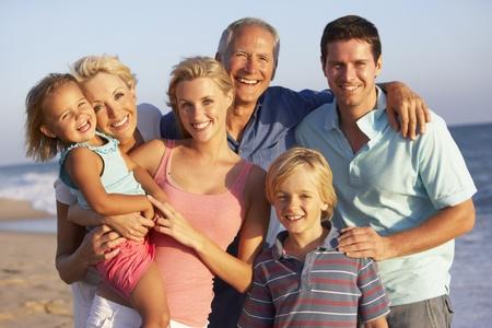 Portrait de famille de trois génération sur la plage Holiday Banque d'images