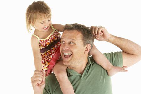main sur l epaule: Jeune homme exerce son enfant �paules