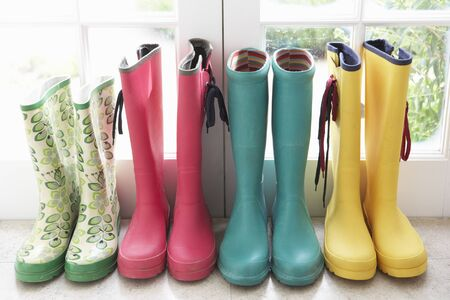 botas de lluvia: A display of colorful rain boots