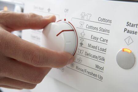 clothes washer: Cerca de dial de lavadora de ropa