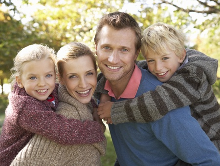 women posing: Young family pose in park