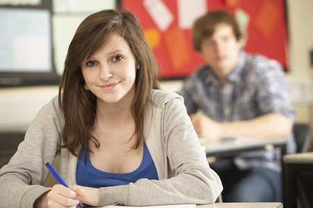 Studentessa adolescente Studiare In aula