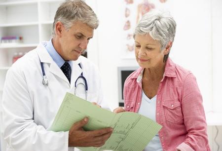 medico con paciente: M�dico y paciente