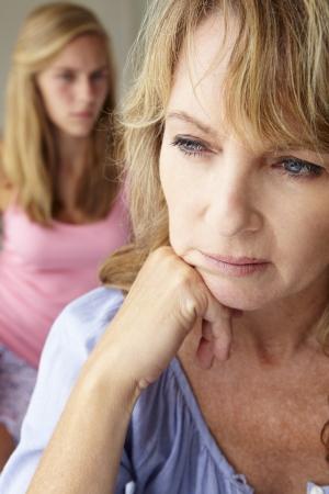 hormonen: Ongelukkig moeder met tienermeisje
