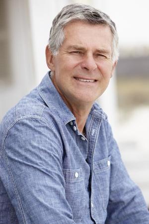 greying: Senior man sitting outdoors