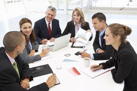 Gemengde groep in zakelijke bijeenkomst Stockfoto