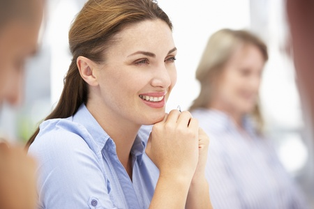 Compañeros de trabajo en la reunión de