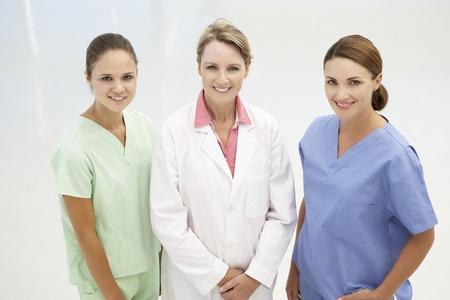 医療専門職の女性のグループ