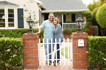 bungalows: Senior Hispanic couple outside home