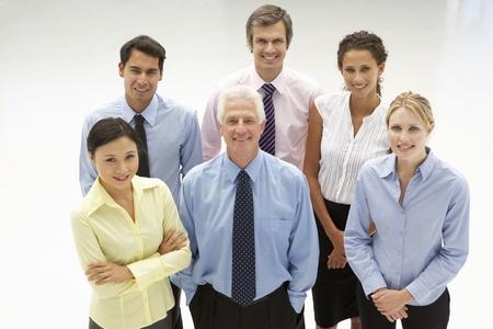 m�s viejo: Mixed grupo de personas de negocios