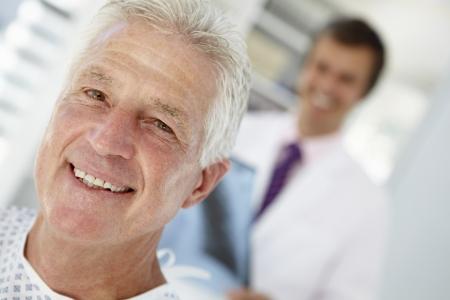 환자: 노인 환자와 젊은 의사