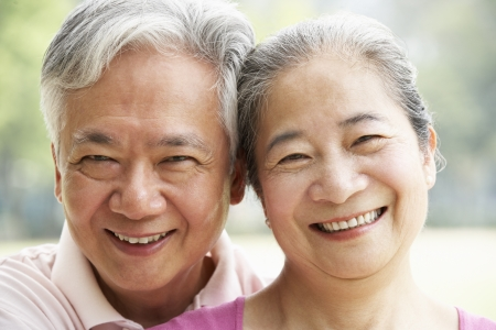senior asian: Head And Shoulders Portrait Of A Senior Chinese Couple Stock Photo