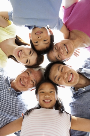abuelos: Retrato De Familia multi-generacional chino mirando hacia la c�mara Foto de archivo