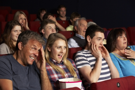 Familia Teenage ver la pel�cula en el cine photo
